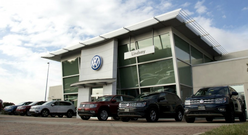 We at Lindsay Volkswagen are centrally located at Sterling, VA, 20166 for our guest's convenience. We are ready to assist you with your service maintenance needs.
