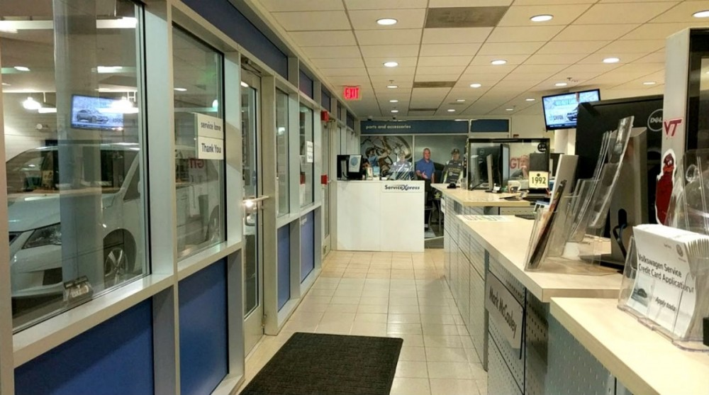 We are a state of the art service center, and we are waiting to serve you! Lindsay Volkswagen is located at Sterling, VA, 20166